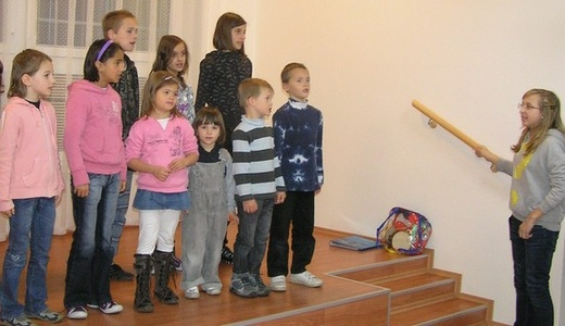 Fotogalerie - Broučci v Domově seniorů Sulická se svou vedoucí Anežkou (normální)